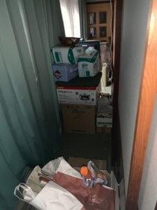 射水市不用品回収現場の廊下写真