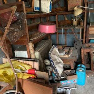 富山市車庫内の不用品回収作業前写真