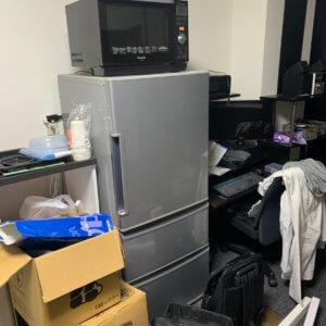 富山市不用品回収現場写真、冷蔵庫や家電の写真