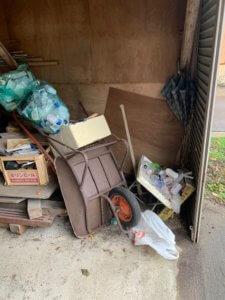 富山県滑川市の車庫の不用品回収現場。古い農機具など