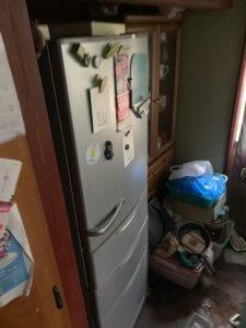富山県富山市、大型冷蔵庫の不用品回収現場写真