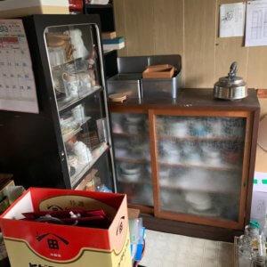 富山県富山市のキッチンの遺品整理前の状態写真