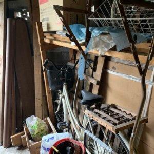 富山県富山市車庫内の不用品回収、自転車等の現場写真