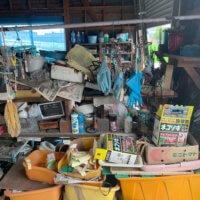 富山市、車庫内の不用品回収作業前現場写真