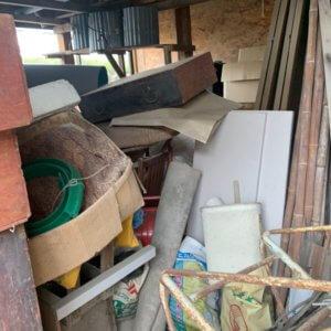 富山市物置内の不用品回収現場写真