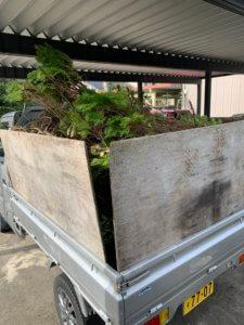 富山県富山市、剪定枝の不用品回収積み込み写真